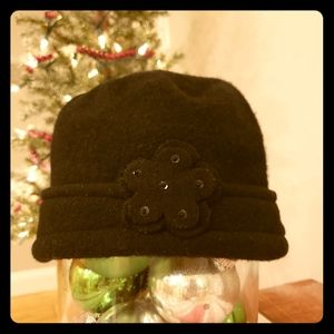 Shihreen 100% wool hat, one size.